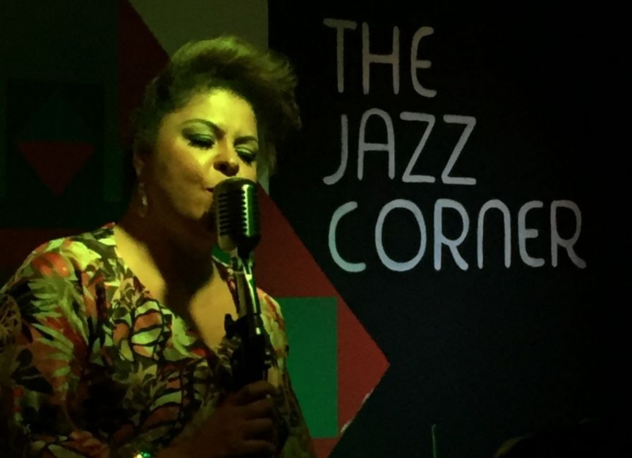 Fabiana Cozza en vivo en The Jazz Corner