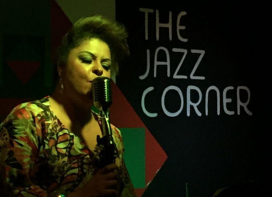 Fabiana Cozza en vivo en The Jazz Corner